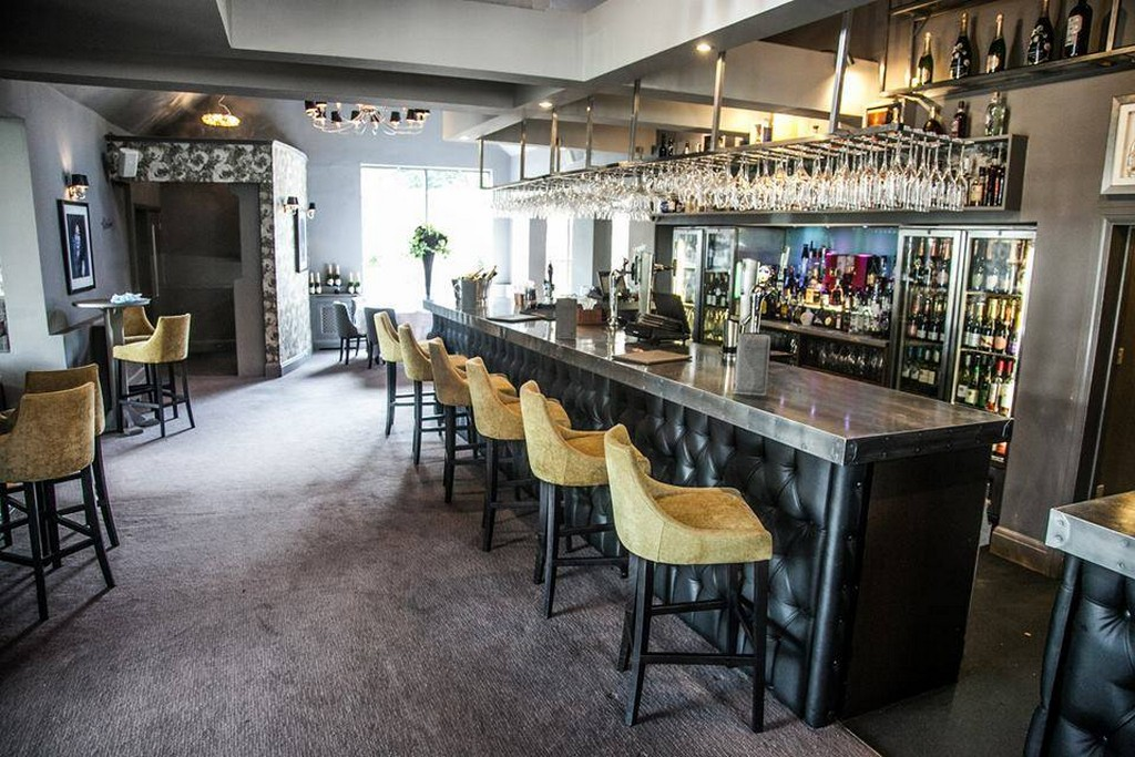 Top 5 Upholstered Bar Chairs to a Luxury Project