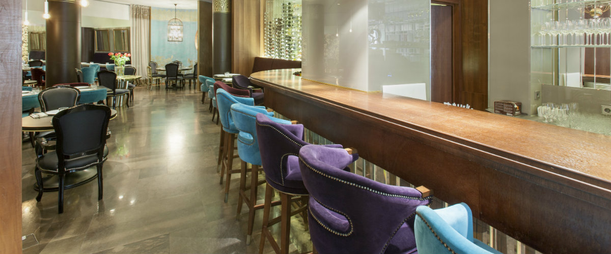 Top 5 Upholstered Bar Chairs to Your Hotel Project